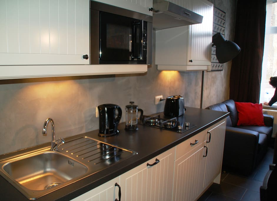 Kitchen with fridge-freezer, dishwasher, micro wave, electric cooking, coffee maker and supply of coffee, tea, sugar provided! Shops to fill your fridge are only a few minutes away!