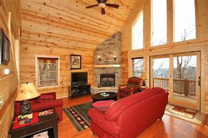 Cabin w/ great mountain views,  near Asheville