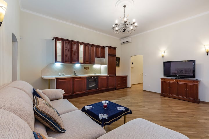 "Apartment near the Hermitage ""Romantic Studio"""
