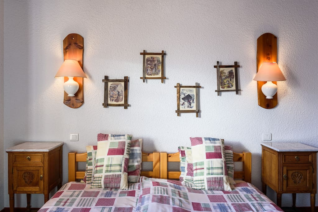 chambre val d 39 isere chambres d 39 h tes louer la c te d. Black Bedroom Furniture Sets. Home Design Ideas