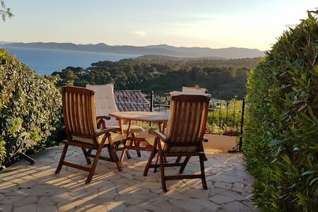 Appartement à St. Raphaël avec magnifique vue mer