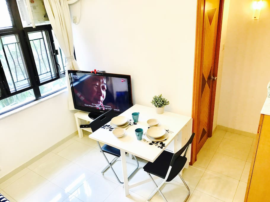 The table is foldable, you can dinner easily in the living room.