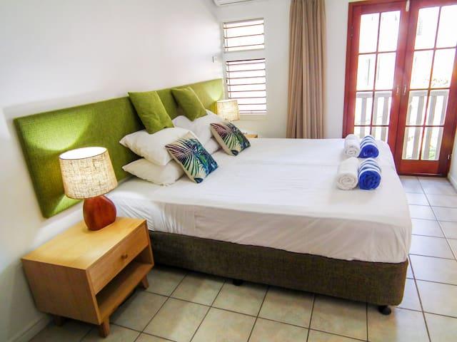 Palm Cove Beach Retreat