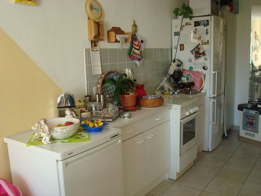 Spacious, bright little kitchen with dining area