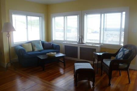 Beachfront  Weekly Summer Rental - Middletown - Byt