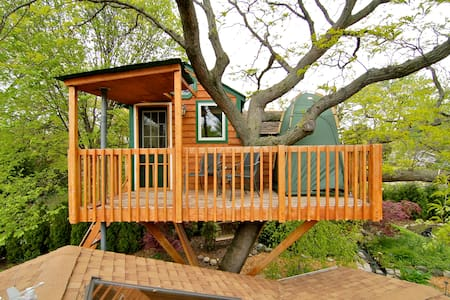 Enchanted Garden Treehouse (Amenity*) - Schaumburg - บ้านต้นไม้