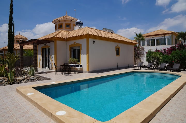Villa Ensueno with pool (summer)&hottub(winter)