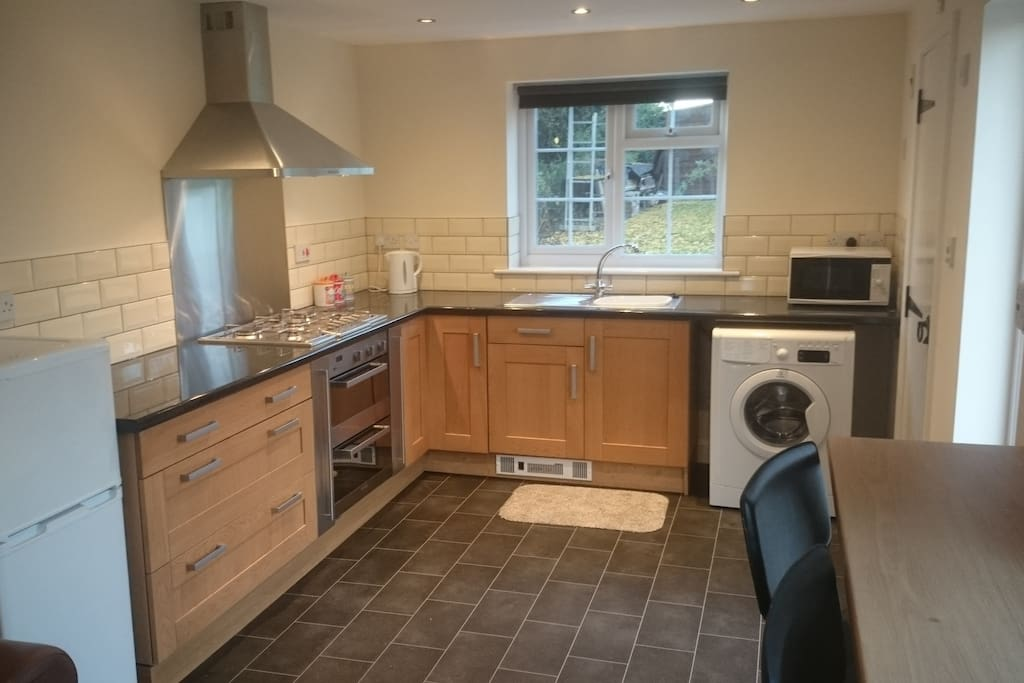 Fully equipped kitchen, washing machine, double oven, gas hob
