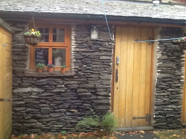 Lovely converted outhouse-twin beds - Windermere - Cabin