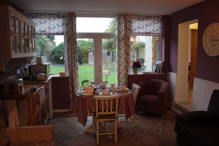 Annexe, sleeps 1 - 6 people - Calne