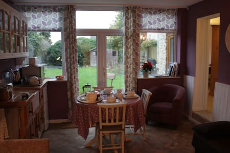 Annexe, sleeps 1 - 6 people - Calne - House