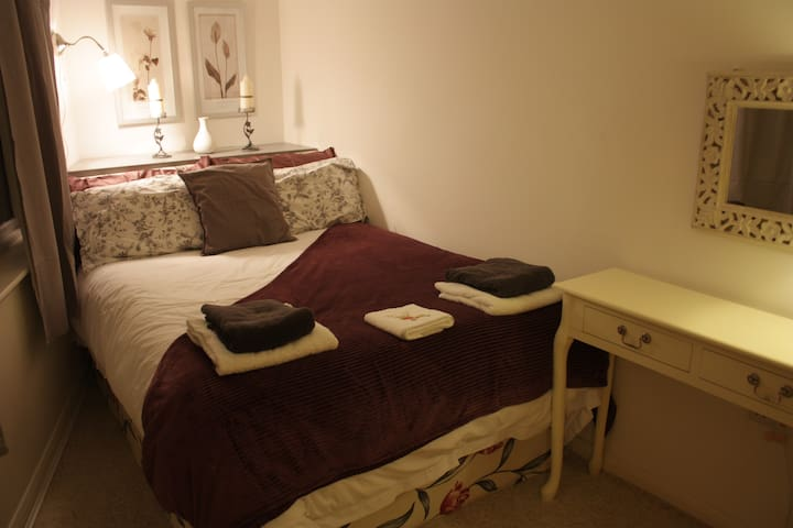 Double Room in Annexe - Room 2 - Calne - Bed & Breakfast