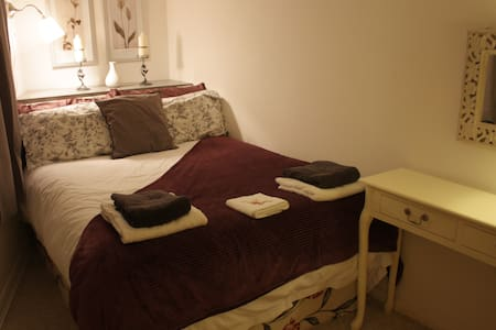 Double Room in Annexe - Room 2 - Calne - Aamiaismajoitus