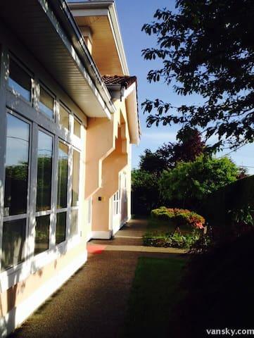 J-home 加西第一站 温哥华 列治文《加西第一站》家庭旅馆 民宿A