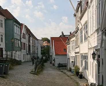Top location in beautiful street. - Bergen