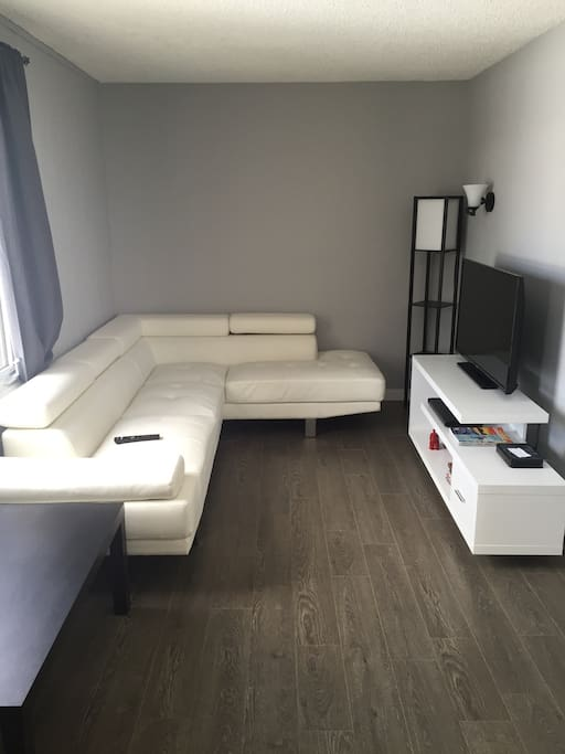 Comfy living space with TV, Wifi and Netflix included!