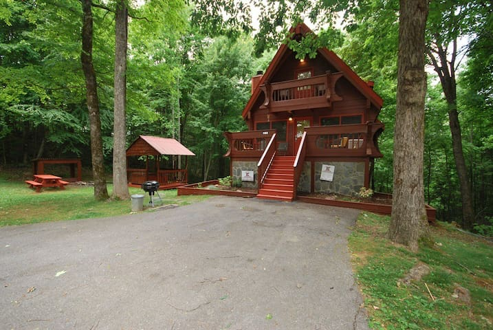 Secluded & Private Log Cabin  - Gatlinburg - Hytte (i sveitsisk stil)