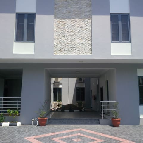 TIPTON HOUSE LEKKI, Furnished 3 Bedrooms Apartment - Eti-Osa - Huoneisto