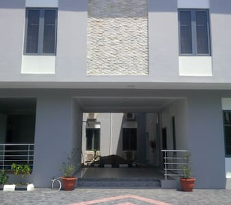 TIPTON HOUSE LEKKI, Furnished 3 Bedrooms Apartment - Eti-Osa