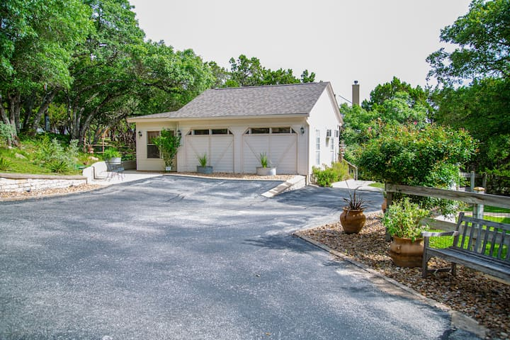 Hill Country Carriage House