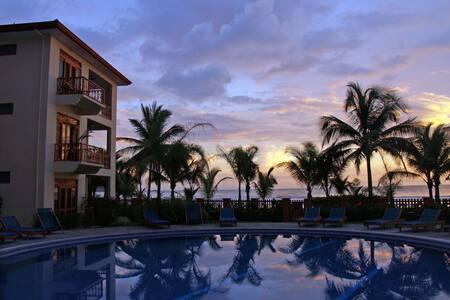 Ocean front 2 Beds,2 Baths condo  - Jaco Beach