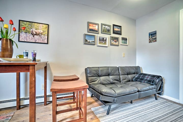 With space for 4, this home is ideal for a fishing trip or romantic getaway.