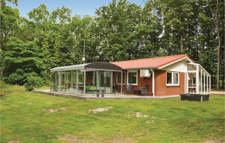 Holiday cottage with 3 bedrooms on 140 m² in Hejnsvig