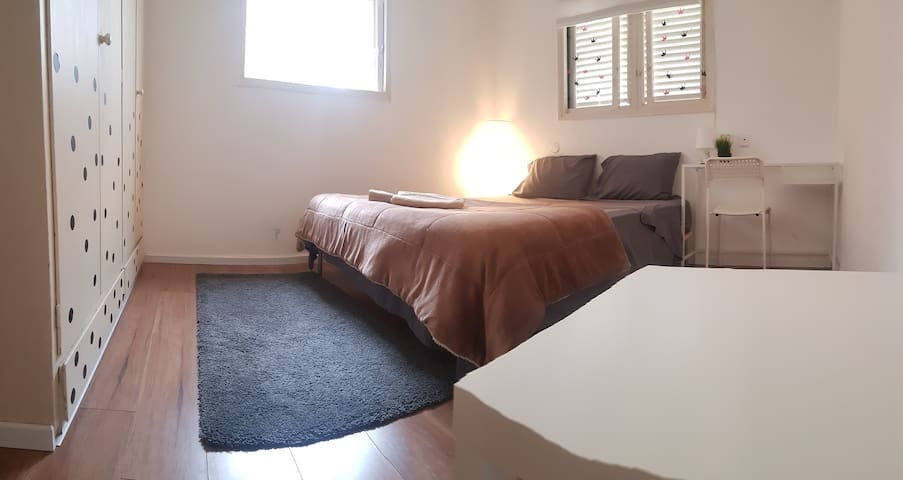 Excellent Room on Penthouse Tel Aviv with Parking