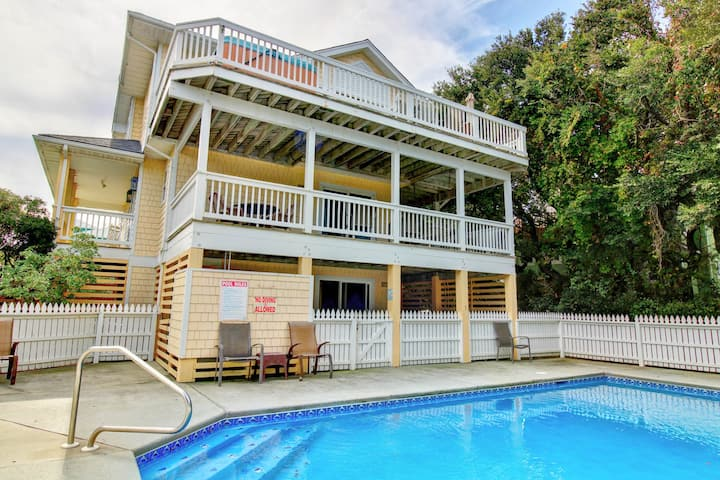 Yes Dear a 5 Bedroom Home in the Community of Monteray Shores