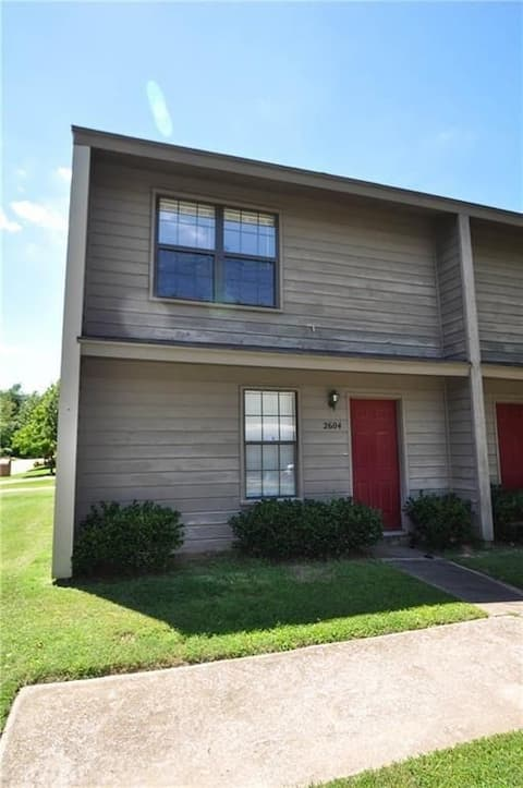 East Fayetteville Townhouse | **Long-Stay Offers**