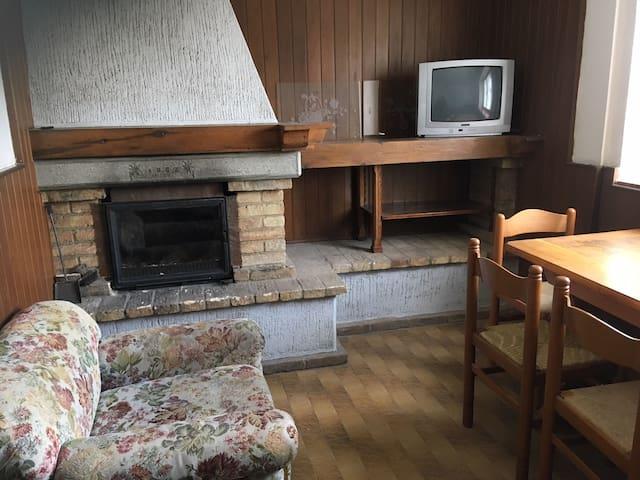 Ampia casa anni 50 ideale per gruppi