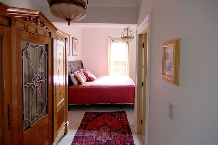 Sept 10% off - Smethport Judges Chamber King Suite