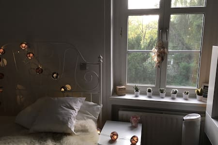 Cozy room in Berlin - females only - 柏林