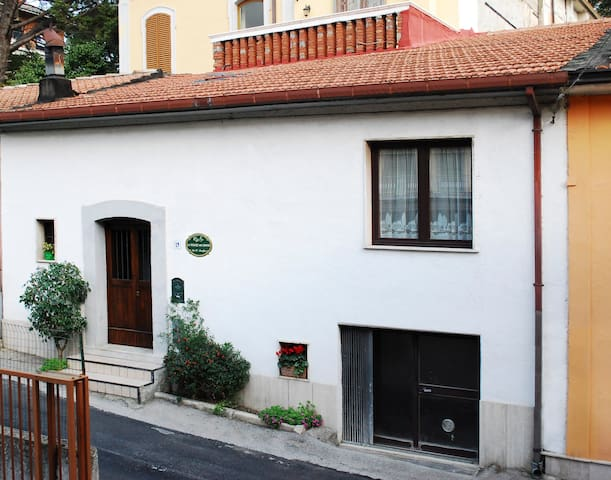 The house B&B Le Stanze dei Nonni - Avellino - Bed & Breakfast