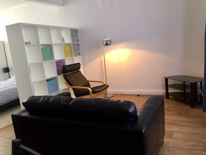 Very Spacious Comfortable En-Suite Room HU8