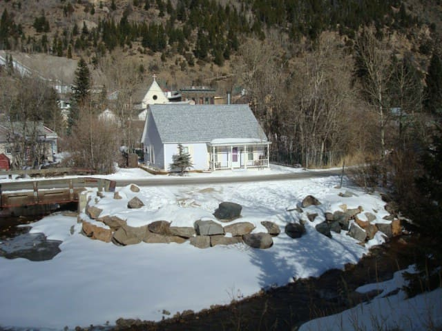LIL COTTAGE ON CLEAR CREEK BY LOVELAND SKI RESORT - Silver Plume