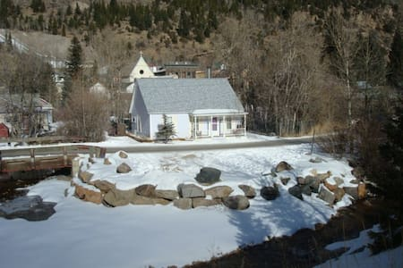 LIL COTTAGE ON CLEAR CREEK BY LOVELAND SKI RESORT - Silver Plume - บ้าน