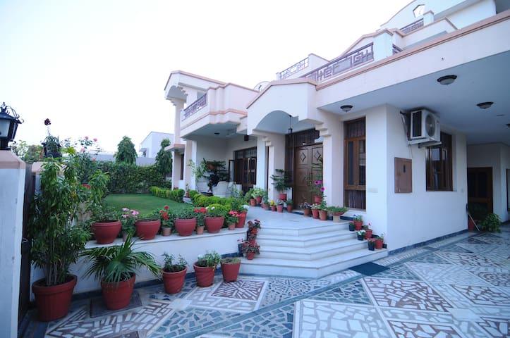 Jaipur Friendly Villa: Luxury Home!