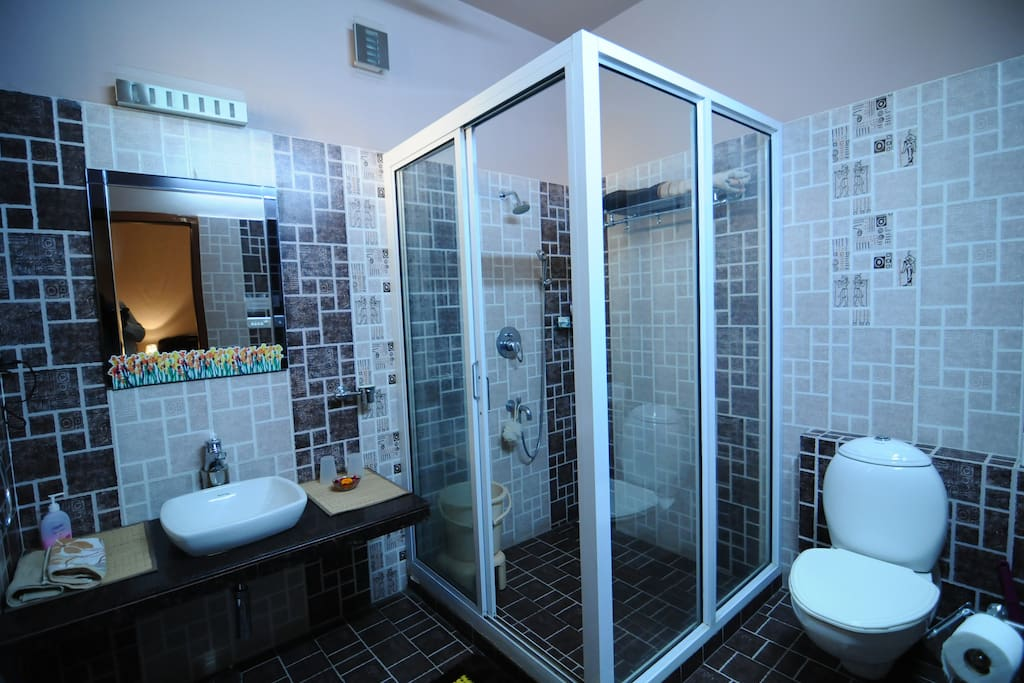 The ensuite bathroom with the Deluxe Room