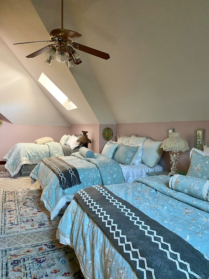 The Daisy Suite at the Historic Hogan House B&B