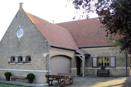 Cosy stay for four, 2 private rooms  breakfast inc - Ieper - Ev