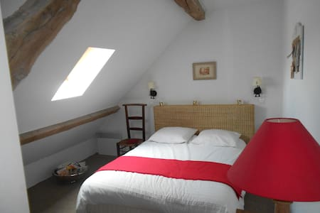Chambre dans maison de charme - Vallières - Casa