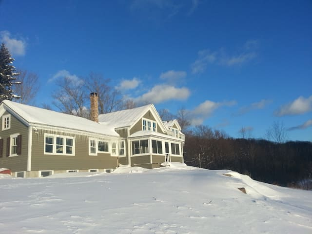 Beauty on 60 Acres 5 miles to Windham Ski Mountain - East Jewett - Rumah