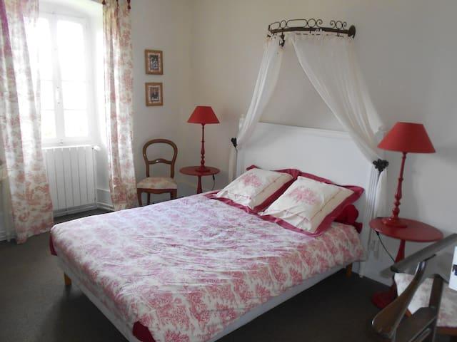 Chambre dans maison de charme - Vallières - House