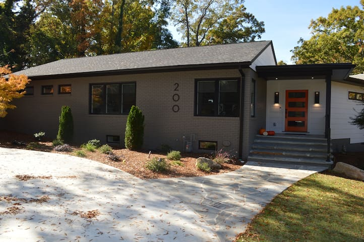 MODERN AND GORGEOUS IN HISTORIC DOWNTOWN CLEMSON!
