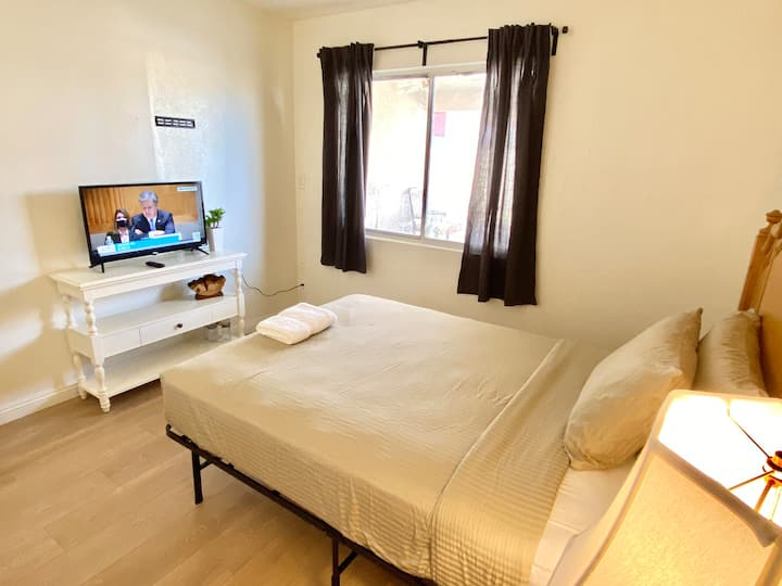 Double bedroom with Private entrance, bathroom...