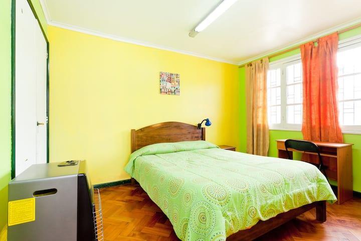 Habitación cama doble individual o parejas.