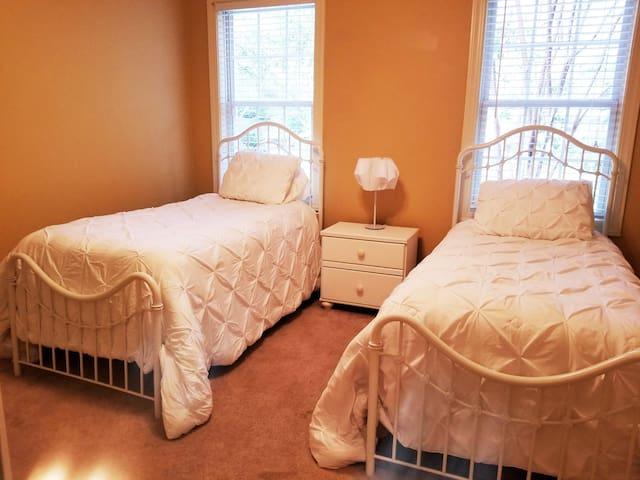 1st Floor Twin Beds  With TV Bedroom 2