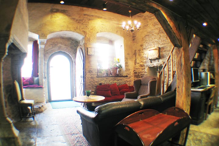 Old Home Chapel in Bishop's House - Talin - Apartamento