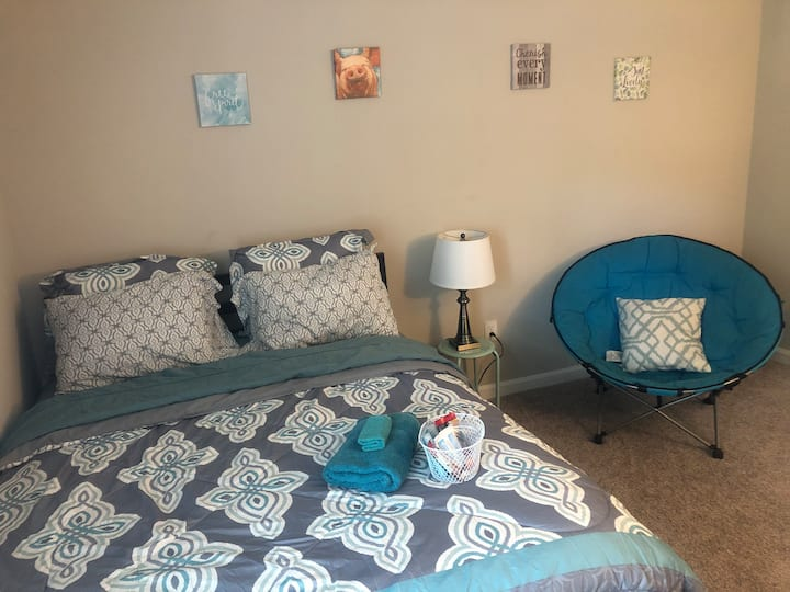 Teal Retreat - Mins from Airport & Downtown